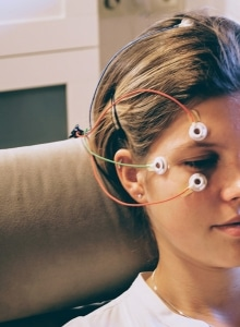 Neurofeedback Training Elektroden am Kopf